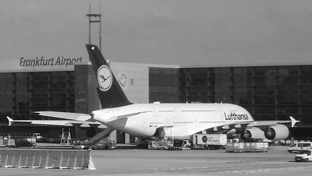 Im Bild zu sehen ist ein Airbus 380, welcher für eine Auslandsrückholung eines kleinen Patienten verwendet wird.