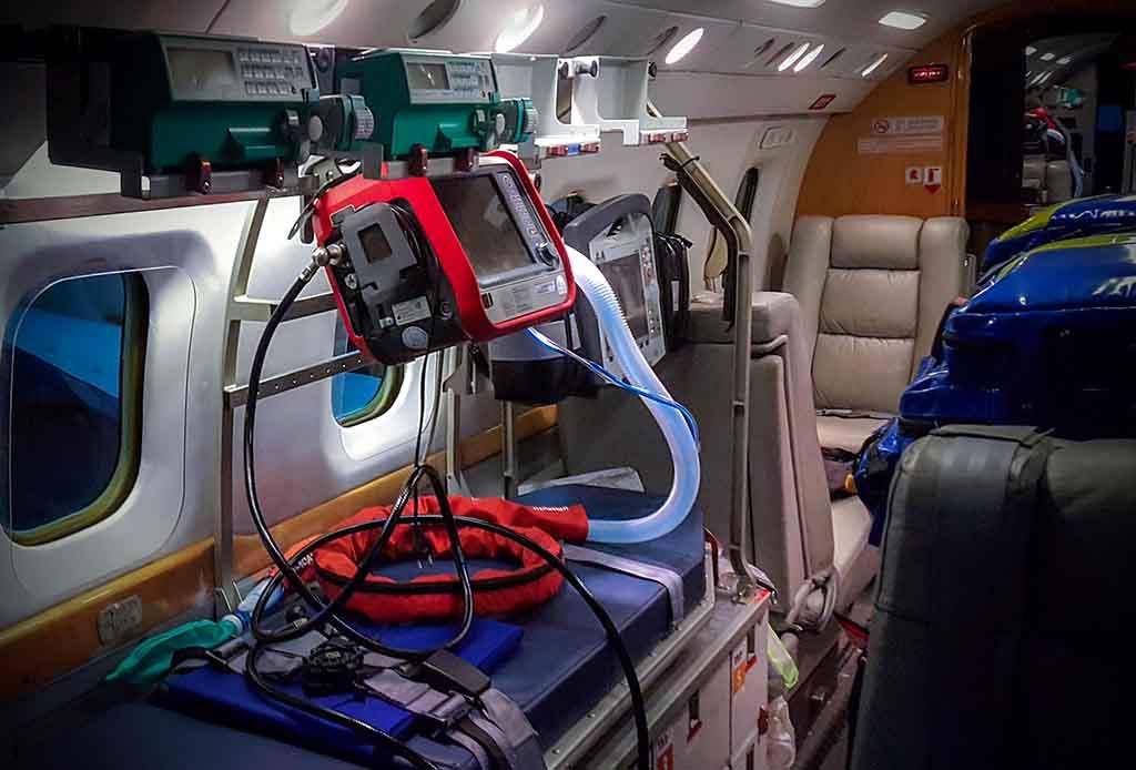 Medizinische Ausrüstung in der Flugambulanz.
